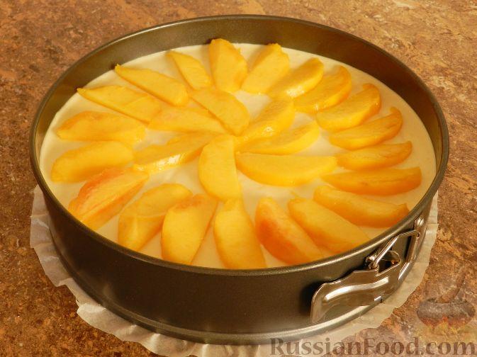 Фото приготовления рецепта: Торт-суфле с персиками - шаг №15