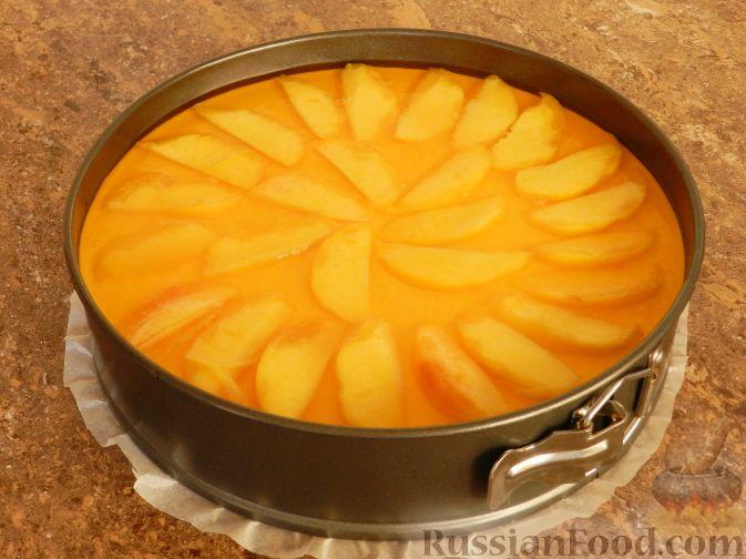 Фото приготовления рецепта: Торт-суфле с персиками - шаг №16