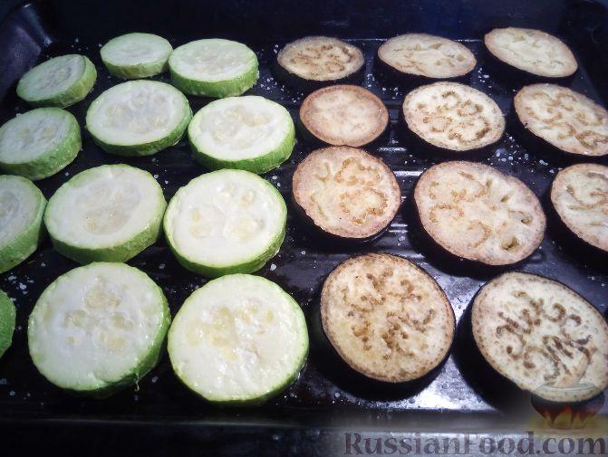 Фото приготовления рецепта: Запечённые котлеты из куриного фарша с морковью - шаг №2