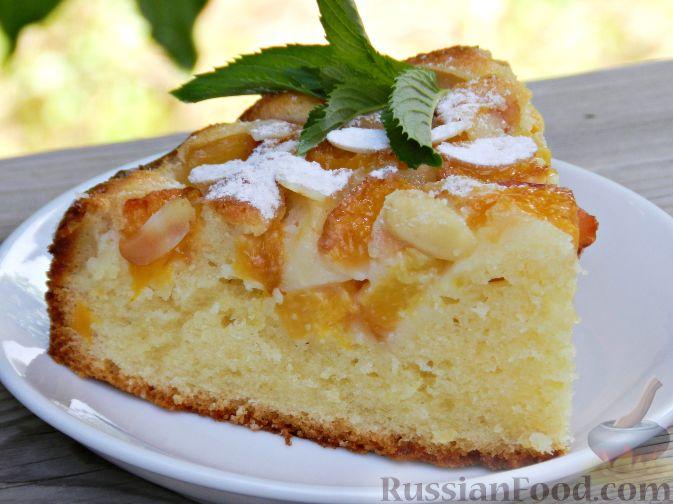 Фото к рецепту: Творожный пирог с нектаринами