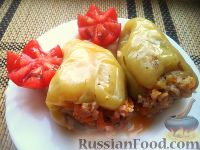 Фото к рецепту: Перец, фаршированный рисом и баклажанами