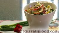 """Фото к рецепту: Салат """"Емеля"""" с курицей и овощами"""