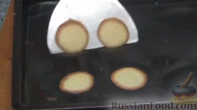 Фото приготовления рецепта: Бездрожжевой хлеб на пиве - шаг №2