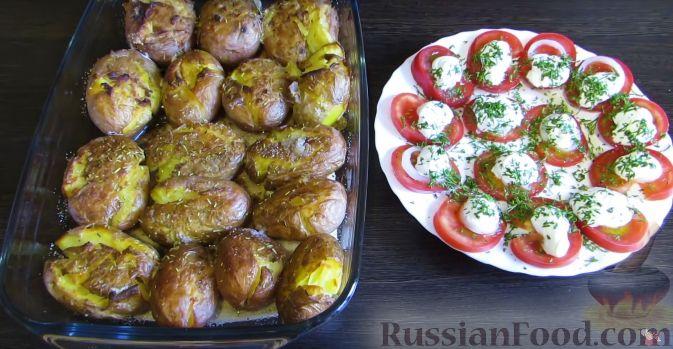 Фото приготовления рецепта: Яблочно-сливовый крамбл с овсяными хлопьями - шаг №17