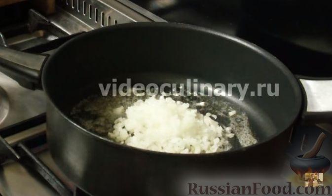Фото приготовления рецепта: Свекольные оладьи с творогом и яблоком - шаг №2