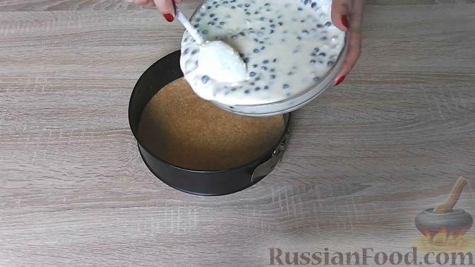 Фото приготовления рецепта: Закусочные шарики с сельдью, картофелем, плавленым сыром и яйцами - шаг №6