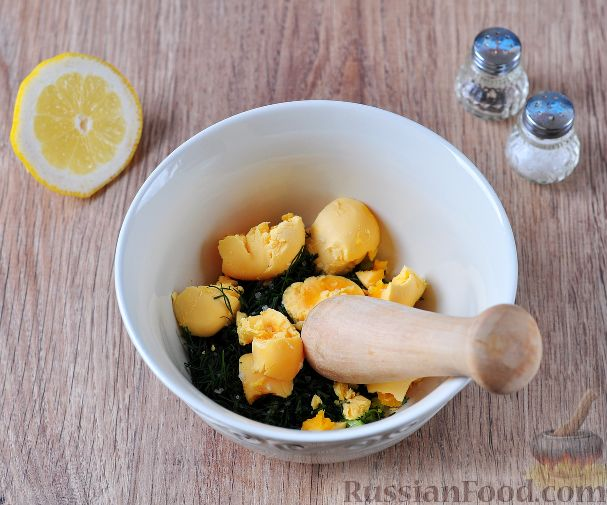 Фото приготовления рецепта: Куриная печень с тыквой, яблоками, вином и корицей - шаг №7