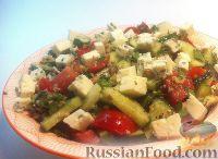 Фото к рецепту: Овощной салат с сыром и ореховой заправкой