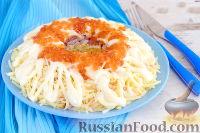 """Фото к рецепту: Салат """"Морская пена"""" с консервированными кальмарами"""