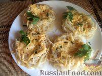 Фото к рецепту: Спагетти с кетчупом и зеленью