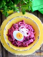 Фото к рецепту: Скандинавский свекольный салат с сельдью
