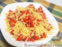 Фото к рецепту: Салат из перца, помидоров и сыра