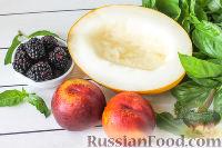 Фото приготовления рецепта: Салат из дыни, ежевики и нектаринов с базиликом - шаг №1