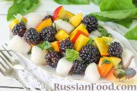 Фото приготовления рецепта: Салат из дыни, ежевики и нектаринов с базиликом - шаг №6