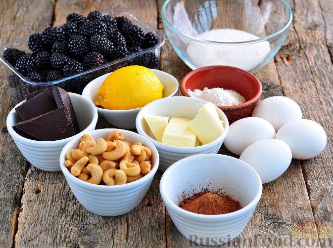 Фото приготовления рецепта: Шоколадный пирог с ежевикой - шаг №1