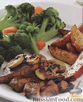 Фото к рецепту: Говядина в вине, с грибами и овощным гарниром