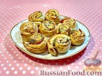 Фото к рецепту: Слоеные рулетики с ветчиной и сыром