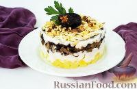 Фото к рецепту: Слоеный салат с курицей и черносливом