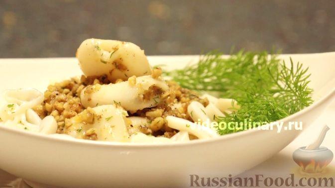 Фото приготовления рецепта: Свекольные оладьи с творогом и яблоком - шаг №13