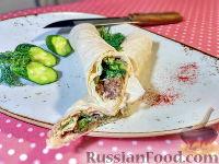Фото к рецепту: Рулет из лаваша с рыбными консервами и огурцом