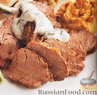 Фото к рецепту: Запеченная свиная вырезка с соусом из йогурта