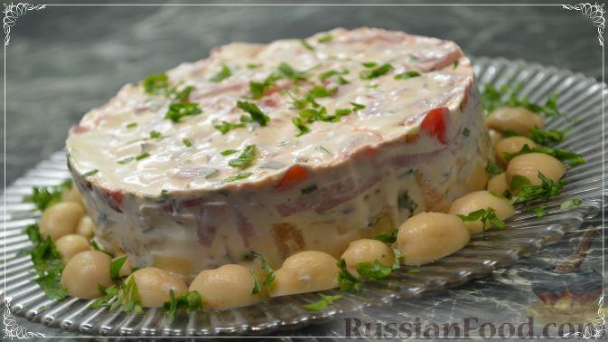 Фото к рецепту: Салат «Пестрый» с необычным соусом
