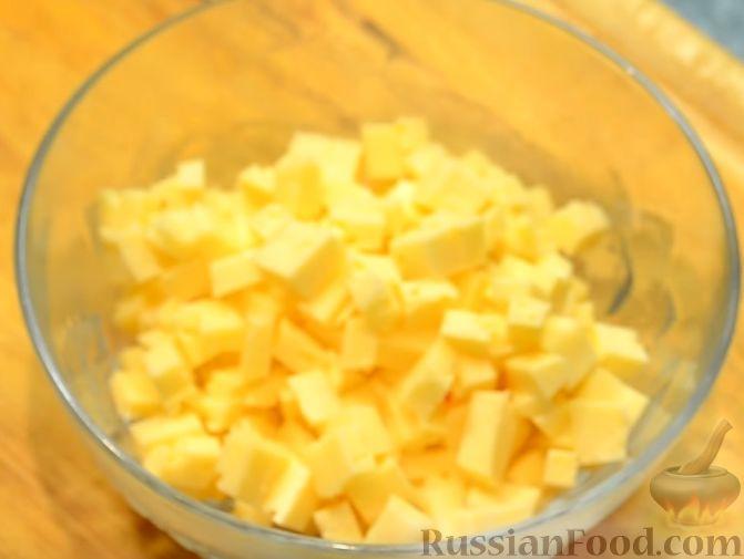 Фото приготовления рецепта: Салат «Пестрый» с необычным соусом - шаг №4