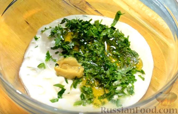 Фото приготовления рецепта: Салат «Пестрый» с необычным соусом - шаг №8