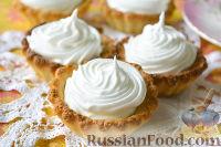 Фото к рецепту: Корзинки с абрикосами и белковым кремом