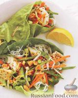 Фото к рецепту: Палтус с рисовой лапшой и овощами