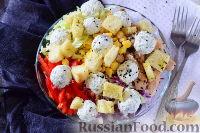 Фото к рецепту: Салат с курицей, сырными шариками и сухариками