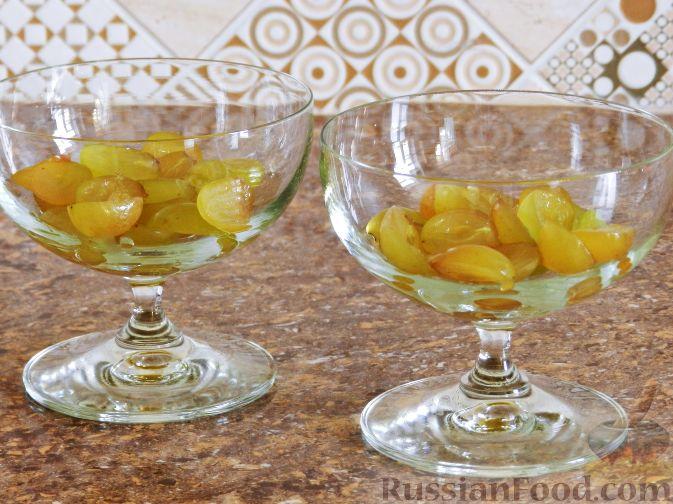 Фото приготовления рецепта: Виноградно-йогуртовое желе - шаг №6