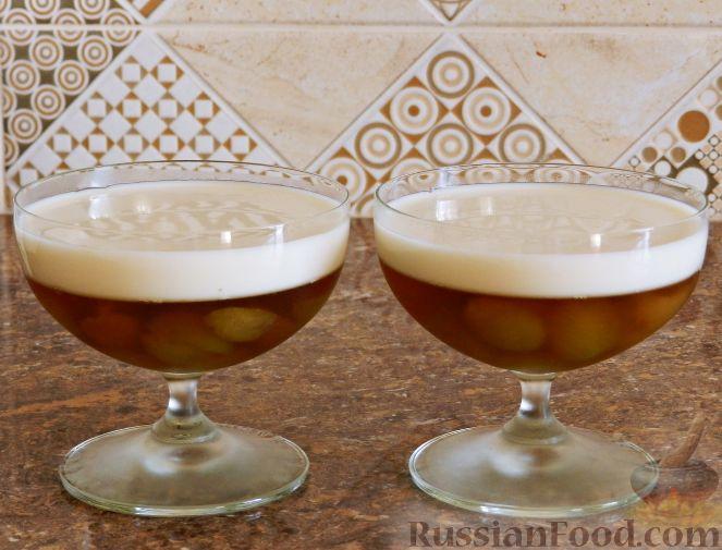 Фото приготовления рецепта: Виноградно-йогуртовое желе - шаг №10