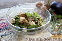 Фото к рецепту: Салат из жареных баклажанов с сыром и орехами