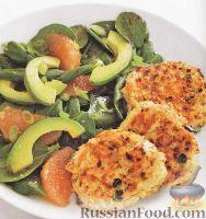 Фото к рецепту: Крабовые котлетки с легким салатом