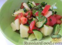 Фото к рецепту: Овощной салат с дыней и изюмом