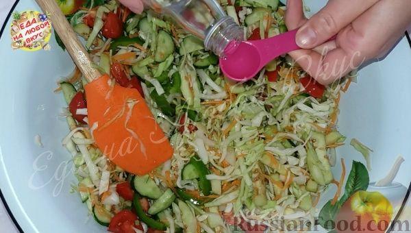 Фото приготовления рецепта: Овощной салат «Осенний» (на зиму) - шаг №3