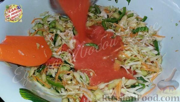 Фото приготовления рецепта: Овощной салат «Осенний» (на зиму) - шаг №4