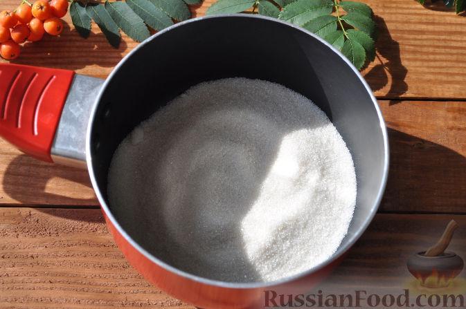 Фото приготовления рецепта: Рябиновое варенье - шаг №4