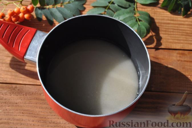 Фото приготовления рецепта: Рябиновое варенье - шаг №5