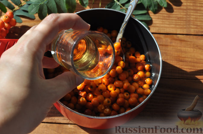 Фото приготовления рецепта: Рябиновое варенье - шаг №9