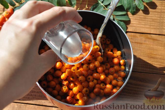 Фото приготовления рецепта: Рябиновое варенье - шаг №10