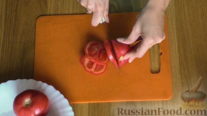 Фото приготовления рецепта: Кабачковый торт с творогом и помидорами - шаг №2