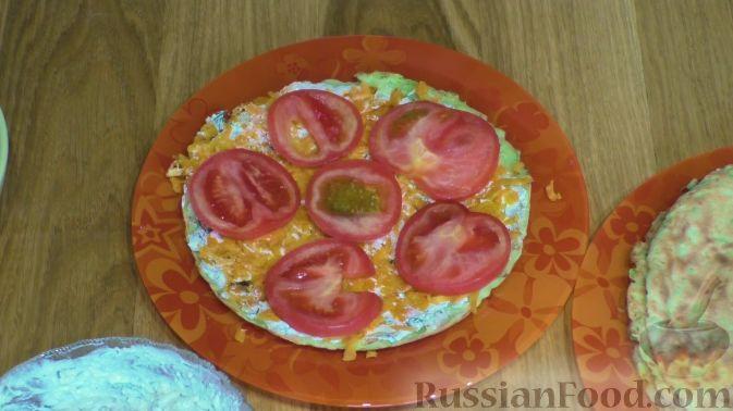 Фото приготовления рецепта: Кабачковый торт с творогом и помидорами - шаг №7