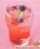 Фото к рецепту: Коктейль с ягодами и мятой