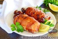 Фото к рецепту: Куриное филе, запеченное в беконе