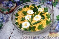 Фото к рецепту: Слоеный салат с рыбными консервами и майонезом