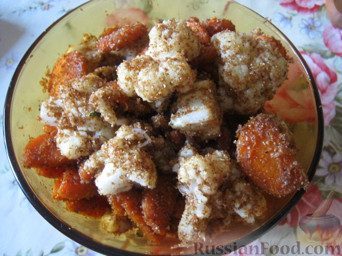 Фото приготовления рецепта: Капуста, морковь и сельдерей, запечённые с пряностями (в духовке) - шаг №2