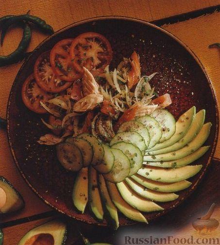 Рецепт Салат с рыбой, авокадо, помидорами и огурцом