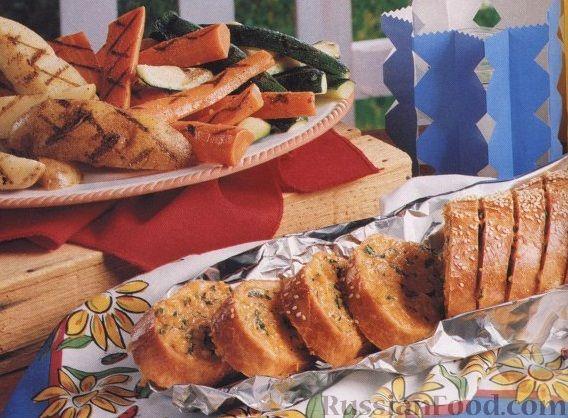 Рецепт Багет, печенный в фольге, с сырной начинкой